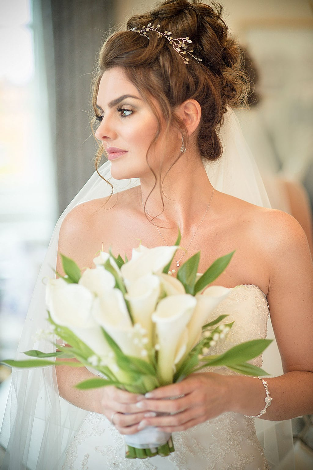 Iscoyd Park Shropshire Wedding Light Dreamy Bride Calla Lilie Bouquet Catherine Bradley Photography